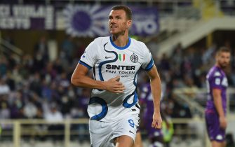 Edin Dzeko of Inter celebrate after score the goal during the Serie A match between AC Fiorentina v FC Inter at Artemio Franchi  stadium in Florence, Italy, September 21th,  2021. Fotografo01