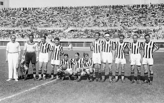 *** Collection Juventus ***Foto Publifoto/LaPresseanno 1933/34Archivio StoricoSport CalcioFormazione della Juventus del 1933/34Nella foto: Da sinistra: Combi, Caligaris, Sernagiotto, Orsi, Rosetta, Cesarini, Varglien II, Bertolini, Borel II, Ferrari, Varglien IPhoto Publifoto/LaPresse1933/34'sHistorical ArchiveSport Soccerjuventus team 1933/34In the photo: the juventus team Combi, Caligaris, Sernagiotto, Orsi, Rosetta, Cesarini, Varglien II, Bertolini, Borel II, Ferrari, Varglien I.