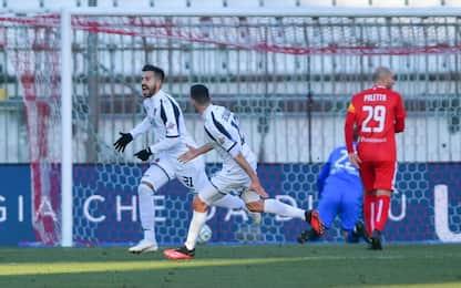 Il Cosenza ferma il Monza, colpo Lecce a Reggio