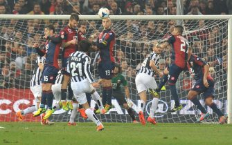 Juventus' miedfielder Andrea Pirlo beats the free kick and scores the first goal of the the Italian Serie A soccer match between CFC Genoa and FC Juventus at Luigi Ferraris Stadium in Genova, 16 Marzo 2014. ANSA/ ZEGGIO