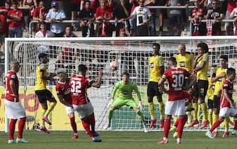 firo 1st Bundesliga. 2021/2022 Football: Football: 21.08.2021 SC Freiburg - BVB Borussia Dortmund Vincenzo Grifo, shoots, one, Freistov