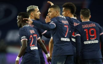 epa08985682 Paris Saint Germain's Kylian Mbappe (C) reacts with teammates after scoring the third goal during the French soccer Ligue 1 match between PSG and Nimes Olympique at the Parc des Princes stadium in Paris, France, 03 February 2021.  EPA/YOAN VALAT