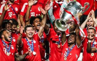 epa08621022 Bayern Munich's Kingsley Coman holds the trophy after winning the UEFA Champions League final match between Paris Saint-Germain and Bayern Munich, held at Luz Stadium in Lisbon, Portugal, 23 August 2020.  EPA/JOSE SENA GOULAO