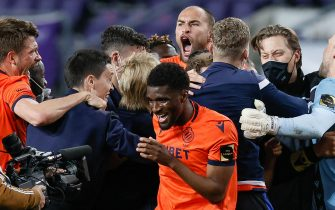 Club's Clinton Mata and Bas Dost celebrate with teammates and staff after winning a soccer match between RSC Anderlecht and Club Brugge KV, Thursday 20 May 2021 in Anderlecht, on day five of the 'Champions' play-offs' of the 'Jupiler Pro League' first division of the Belgian championship. BELGA PHOTO BRUNO FAHY (Photo by BRUNO FAHY/Belga/Sipa USA)