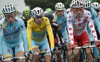 (From L) Netherlands' Lieuwe Westra, Italy's Vincenzo Nibali wearing the overall leader's yellow jersey and France's Cyril Lemoine wearing the best climber's polka dot jersey take the start of the 194 km sixth stage of the 101st edition of the Tour de France cycling race on July 10, 2014 between Arras and Reims, northern France.  AFP PHOTO / JEFF PACHOUD        (Photo credit should read JEFF PACHOUD/AFP via Getty Images)