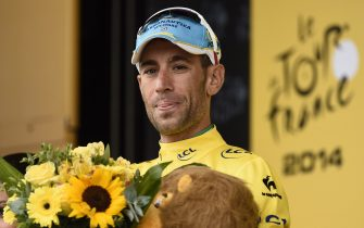 Italy's Vincenzo Nibali celebrates his overall leader yellow jersey on the podium at the end of the 208.5 km nineteenth stage of the 101st edition of the Tour de France cycling race on July 25, 2014 between Maubourguet Pays du Val d'Adour and Bergerac, southwestern France.  AFP PHOTO / ERIC FEFERBERG        (Photo credit should read ERIC FEFERBERG/AFP via Getty Images)