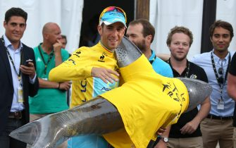 PARIS, FRANCE - JULY 27: Vincenzo Nibali of Italy and Astana Pro Team poses with a squale, his nickname being 'the squall of Messine', following the twenty one and last stage of the 2014 Tour de France, a 134 km individual time trial stage between Evry and the Champs-Elysees in Paris on July 27, 2014 in Perigueux, France. (Photo by Jean Catuffe/Getty Images)