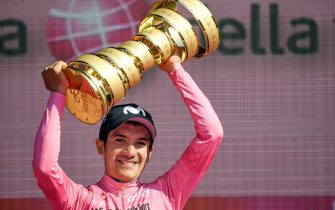 Ecuadorian rider Richard Carapaz of Movistar team celebrates with the trophy his overall win after the 21st and last stage of the 102th Giro d'Italia cycling race, Verona, Italy, 2 June 2019.  ANSA/ALESSANDRO DI MEO