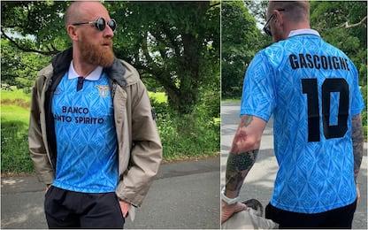 Wiggins a spasso con la maglia di Gascoigne. FOTO