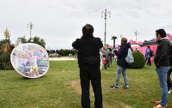 Foto Massimo Paolone/LaPresse  15 ottobre 2020 Italia Sport Ciclismo Giro d'Italia 2020 - edizione 103 - Tappa 12 - Da Cesenatico a Cesenatico (km 204) Nella foto: una biglia gigante per ricordare Pantani  Photo Massimo Paolone/LaPresse October 15, 2020  Italy   Sport Cycling Giro d'Italia 2020 - 103th edition - Stage 12 - from Cesenatico to Cesenatico In the pic: pics in memory of Marco Pantani