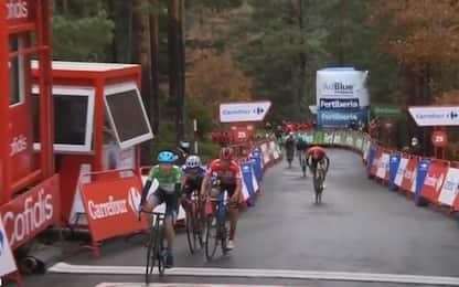 Vuelta, Martin vince la 3^ tappa. Roglic in rosso