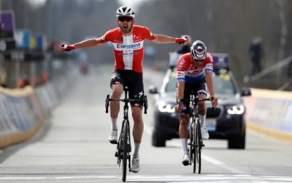 Asgreen vince il Fiandre, ma che caos in partenza!