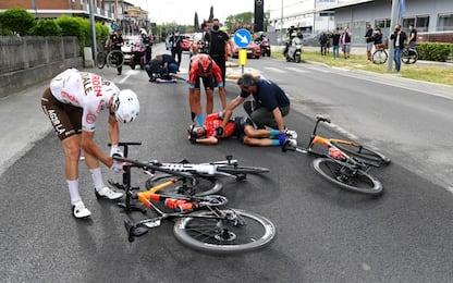 Brutta caduta per Mikel Landa: addio Giro. FOTO