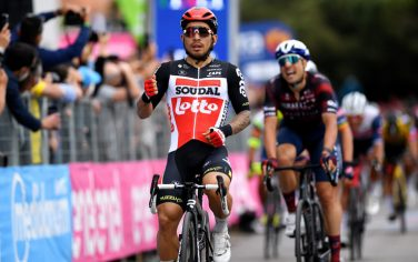 TERMOLI, ITALY - MAY 14: Caleb Ewan of Australia and Team Lotto Soudal at arrival to win the at stage head of Davide Cimolai of Italy and Team Israel Start-Up Nation during the 104th Giro d'Italia 2021, Stage 7 a 181km stage from Notaresco to Termoli / @girodiitalia / #Giro / on May 14, 2021 in Termoli, Italy. (Photo by Tim de Waele/Getty Images)