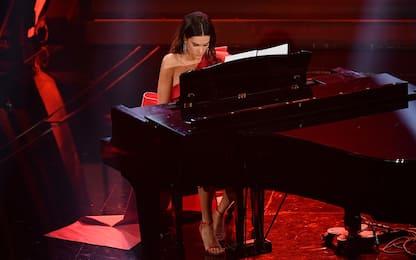 Lady Rossi incanta Sanremo: Ave Maria col piano