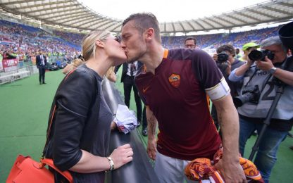 "Totti, un super regalo per Ilary: ""Ti amo"". VIDEO"