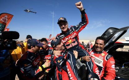 Carlos Sainz da leggenda, terzo trionfo alla Dakar
