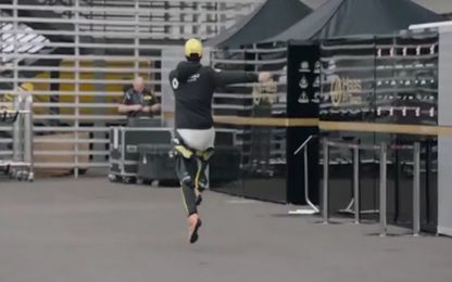 Ricciardo, dove vai? Saltella al paddock. VIDEO