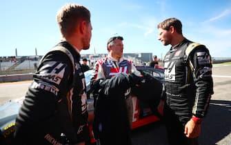 Magnussen e Grosjean con Tony Stewart, tre volte vincitore della Nascar, dopo il giro sulla Mustang