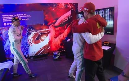 Hamilton trionfa, i complimenti di Vettel. VIDEO