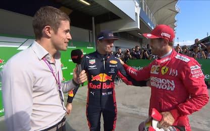 La stretta di mano tra Vettel e Verstappen. VIDEO