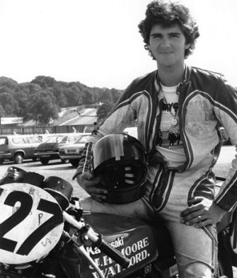 1st September 1980:  British motorcyclist and later Formula One racing driver Damon Hill on his 500cc Kawasaki motorcycle at Brand's Hatch.  (Photo by Chris Aldred/Keystone Features/Getty Images)