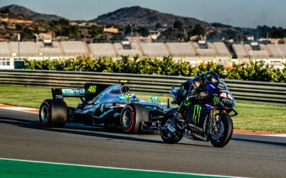 Vale-Lewis, a Valencia storico scambio F1-MotoGP
