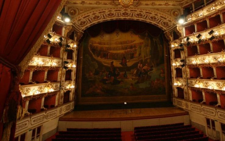 L'interno del Teatro Municipale Valli (foto turismo.comune.re.it)