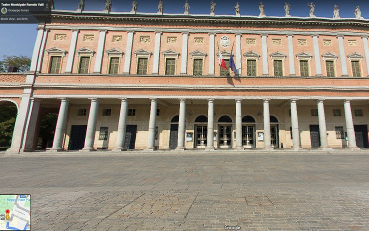 Il Teatro Romolo Valli di Reggio Emilia (foto Google Street)