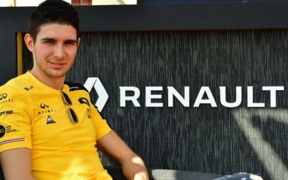 Renault, shooting pre-stagionale: Ocon si presenta