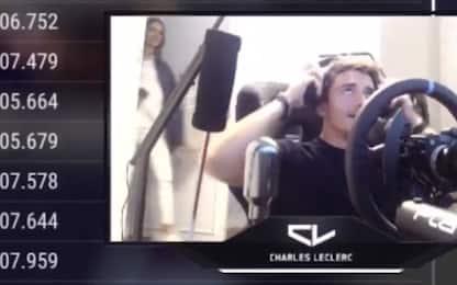 Leclerc gioca, la fidanzata resta fuori casa VIDEO