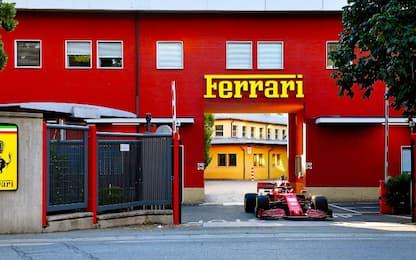 Leclerc in strada a Maranello con la SF1000. VIDEO