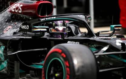 Libere a Hamilton, Ferrari insegue. Racing super!