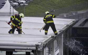 RED BULL RING, AUSTRIA - JULY 11: Marshals removing rain from the roof during the Styrian GP at Red Bull Ring on Saturday July 11, 2020 in Spielberg, Austria. (Photo by Mark Sutton / Sutton Images)