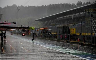 RED BULL RING, AUSTRIA - JULY 11: Heavy Rain in the pit lane during the Styrian GP at Red Bull Ring on Saturday July 11, 2020 in Spielberg, Austria. (Photo by Glenn Dunbar / LAT Images)