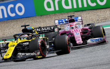 RED BULL RING, AUSTRIA - JULY 12: Daniel Ricciardo, Renault R.S.20, leads Sergio Perez, Racing Point RP20 during the Styrian GP at Red Bull Ring on Sunday July 12, 2020 in Spielberg, Austria. (Photo by Andy Hone / LAT Images)