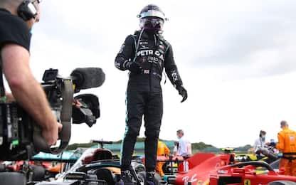 Silverstone, vince Hamilton su 3 ruote. Leclerc 3°