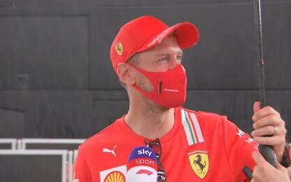 Piove su Vettel, lui ci scherza su. VIDEO