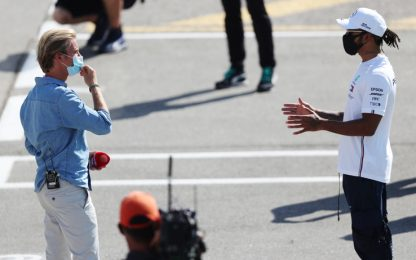 Hamilton-Rosberg, chiaccherata al paddock. VIDEO