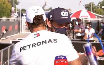 Lewis abbraccia Gasly: ma non sa chi è sul podio