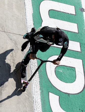 AUTODROMO NAZIONALE MONZA, ITALY - SEPTEMBER 06: Lewis Hamilton, Mercedes-AMG Petronas F1 on his scooter during the red flag stop during the Italian GP at Autodromo Nazionale Monza on Sunday September 06, 2020 in Monza, Italy. (Photo by Steven Tee / LAT Images)