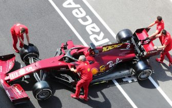 MUGELLO CIRCUIT, ITALY - SEPTEMBER 10: Ferrari team members push the Sebastian Vettel Ferrari SF1000 in the pit lane during the Tuscany GP at Mugello Circuit on Thursday September 10, 2020, Italy. (Photo by Charles Coates / LAT Images)