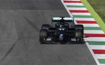 epa08666390 British Formula One driver Lewis Hamilton of Mercedes-AMG Petronas in action during the Formula One Grand Prix of Tuscany at the race track in Mugello, Italy 13 September 2020.  EPA/Claudio Giovannini / Pool