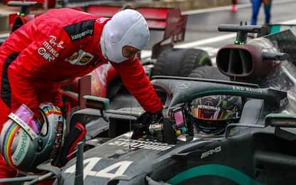 Vettel, l'omaggio a Hamilton al traguardo. VIDEO