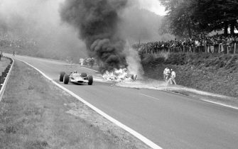 Picture taken on July 8, 1968 on the Rouen-Les Essarts motor-racing track showing the fatal accident of French racing driver Jo Schlesser during the France F1 Grand Prix. (Photo by Jean-Pierre PREVEL / AFP)        (Photo credit should read JEAN-PIERRE PREVEL/AFP via Getty Images)