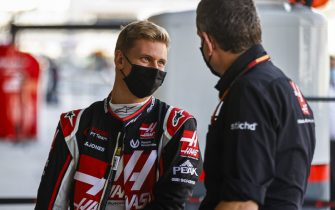 YAS MARINA CIRCUIT, UNITED ARAB EMIRATES - DECEMBER 10: Mick Schumacher, Haas F1, with Guenther Steiner, Team Principal, Haas F1 during the Abu Dhabi GP at Yas Marina Circuit on Thursday December 10, 2020 in Abu Dhabi, United Arab Emirates. (Photo by Andy Hone / LAT Images)