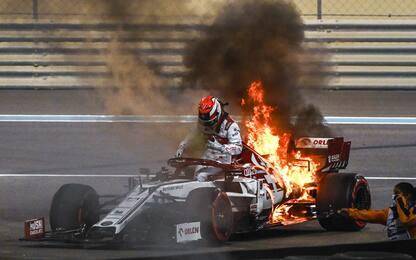 Kimi, che rischio: l'Alfa Romeo va a fuoco. VIDEO