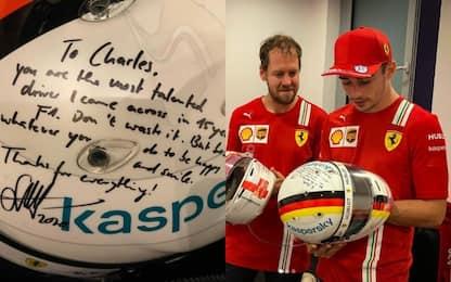 Vettel-Leclerc, scambio di caschi e dedica di Seb