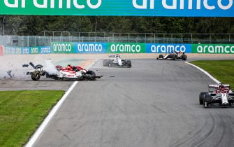 SPA-FRANCORCHAMPS, BELGIUM - AUGUST 30: Antonio Giovinazzi, Alfa Romeo Racing C39 collides with the barrier and his loose tyre hits the car of George Russell, Williams FW43 during the Belgian GP at Spa-Francorchamps on Sunday August 30, 2020 in Spa, Belgium. (Photo by Zak Mauger / LAT Images)