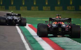 epa08790732 Dutch Formula One driver Max Verstappen of Aston Martin Red Bull Racing in action during the Formula One Grand Prix Emilia Romagna at Imola race track, Italy, 01 November 2020.  EPA/Miguel Medina / Pool